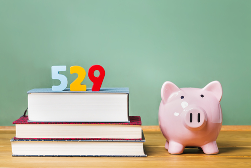 3 Best Ways to Save for College thumbnail